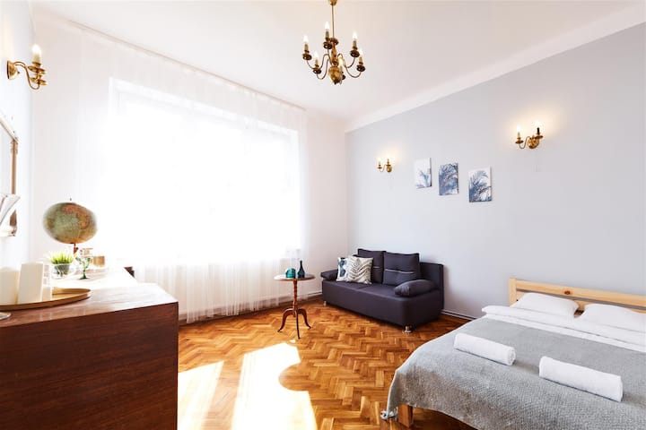Walk to Main Train Station, Apartment with Balcony