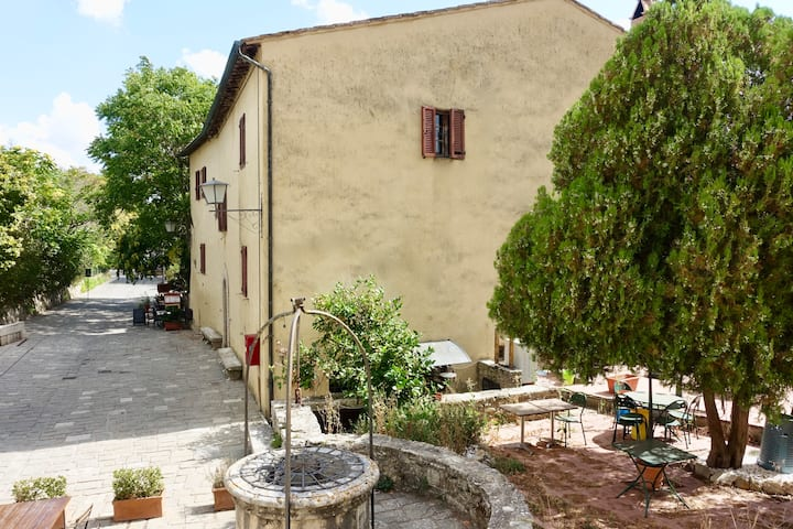 Cozy home on the main tiny square of Bagno Vignoni