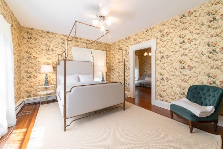Second floor queen bedroom north