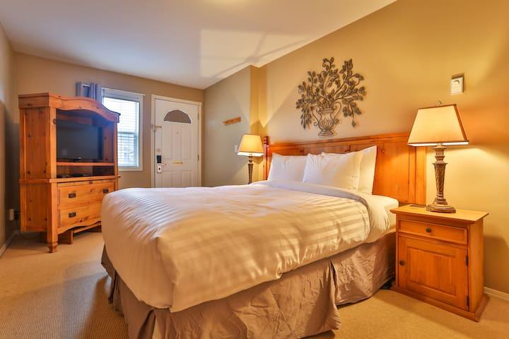 Beautiful, clean lock-off suite