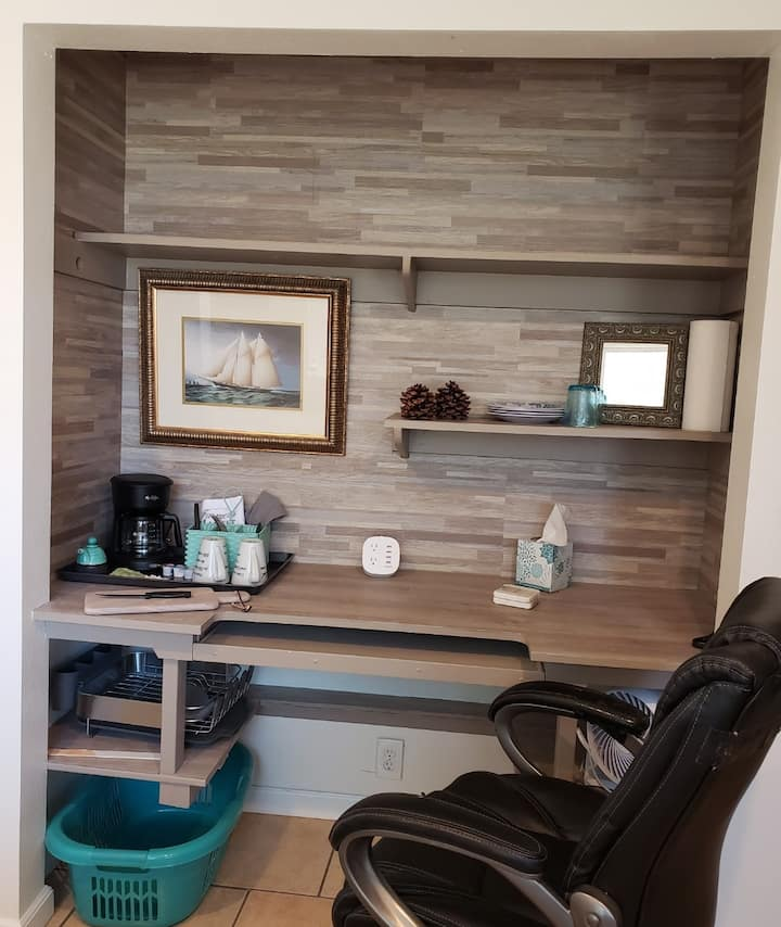 Work/Vacay, Private Entry/bath Near  Beach,  UCSB!