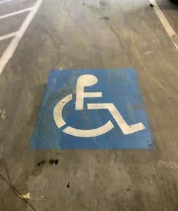 Stationnement réservé aux personnes handicapées