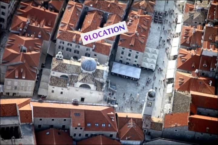 ✰ The St. Blaise Swanky Old Town Collection