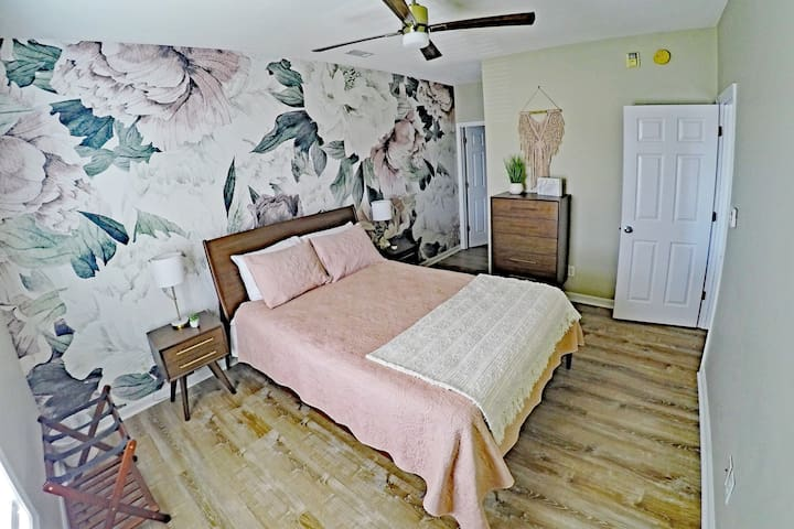 Master bedroom, large walk in closet and private bathroom, 2 night stands with lots of USB/power, Roku TV loaded with SlingTV, Peacock and ready for you to watch your own streaming!