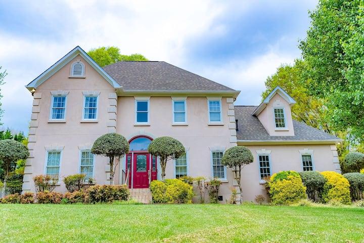 New Listing! Large Luxury House with HUGE backyard