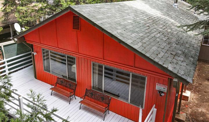 Cabin in woods, lots of indoor outdoor fun for all