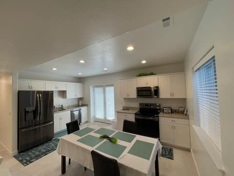 Entire New Basement Apartment in Mapleton