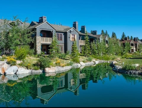 """Large Townhouse in Mammoth's Premier """"Lodges"""""""