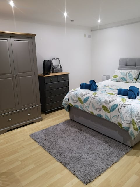 Guest suite 2 rooms, with own entrance and ensuite