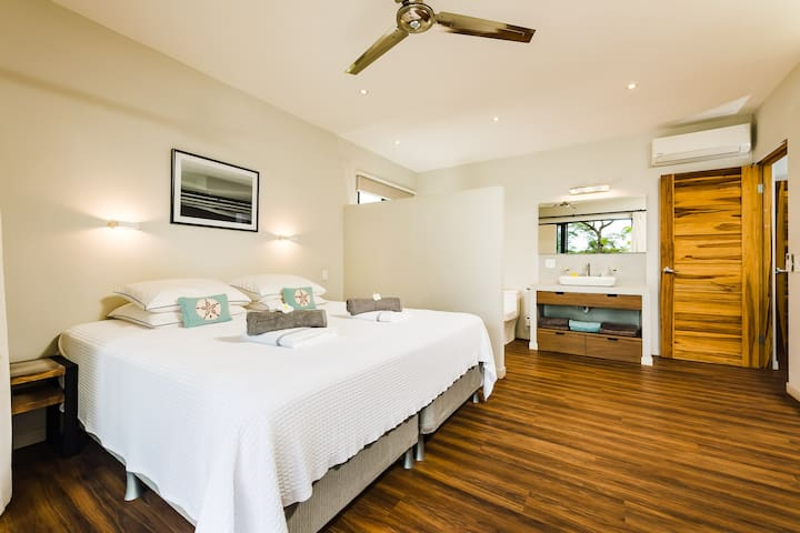 Master bedroom including private bathroom. Size bed: 2mx2m
