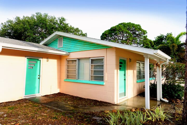 Ranch 2 blocks from Sarasota Bay