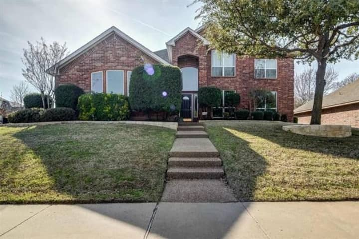 Amazing 6 BDR Home With Large Yard By Tempd