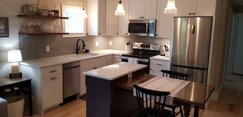 """""""Oyster River Flat"""" new construction, walk to town"""