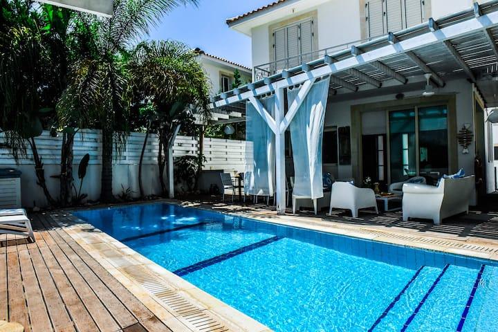 Riverland 3 BDR  beach house - luxury villa