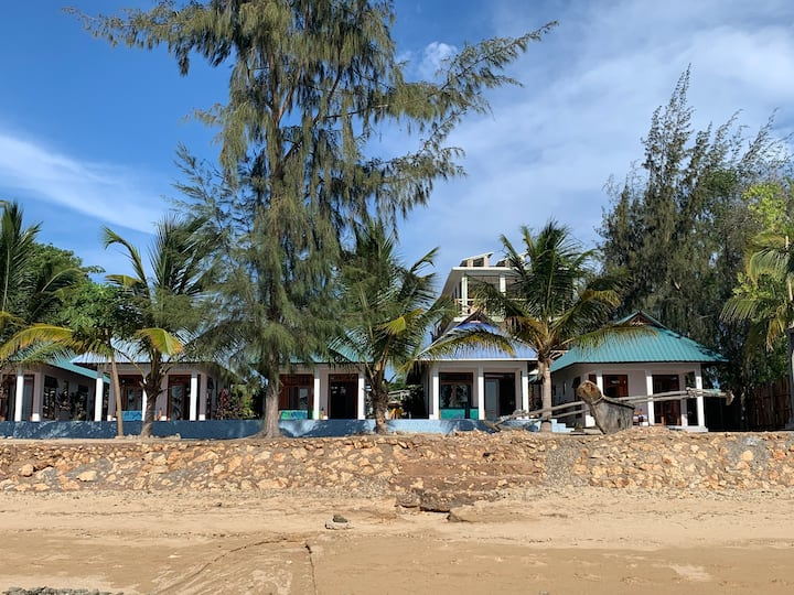 Asante Sana Beachfront Cottages