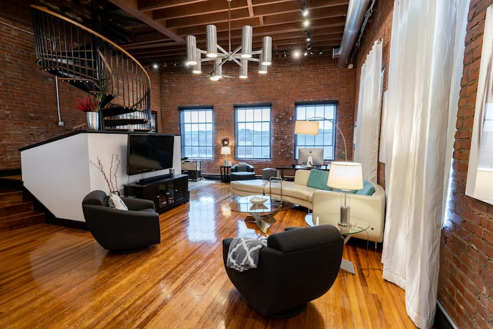 705 State Street Penthouse Loft (2500 square foot)