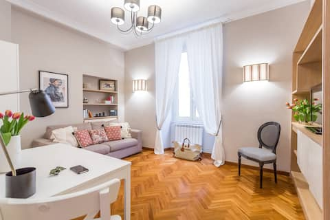 COLOSSEO EXCLUSIVE ELEGANT FOUR-BED APARTMENT