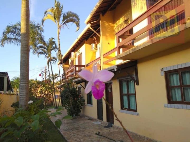 Linda Casa em Village com ótima localização
