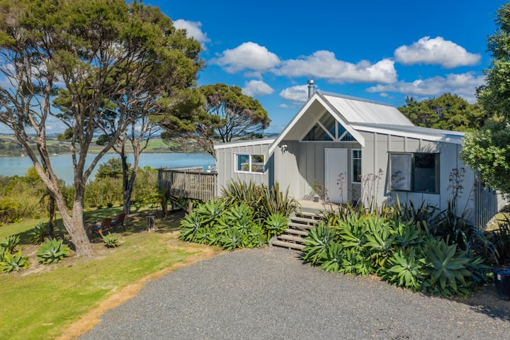 Morepork Cottage with Award Winning Sea Views