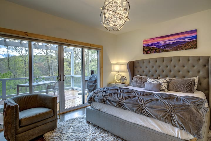 King bed and plenty of storage.  Sliding doors lead to a deck.  Blackout automated blinds. Open the sliding glass doors to allow the mountain air inside.