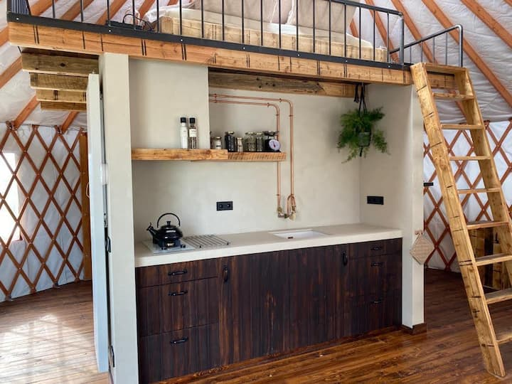 Cozy yurt with private hot-tub and porch