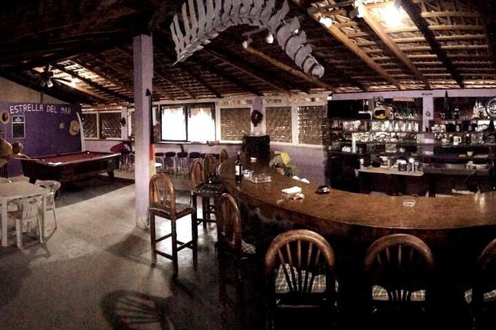 Área de barra y mesa de Villa