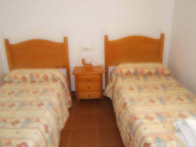 Apartamento n. 3 piso, para 4/5 personas. 3 dormitorios, baño, cocina-sala con balcon y escalera interior para subir a la terraza (tejado)