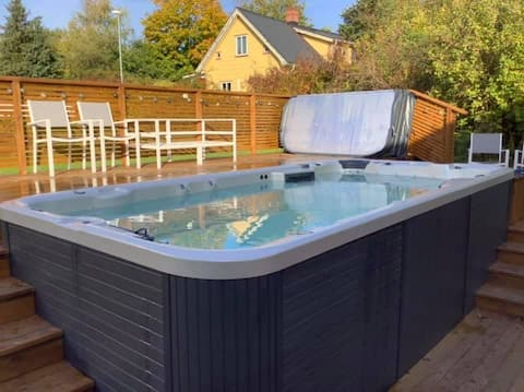 Cosy guest suite with Swimspa and gym