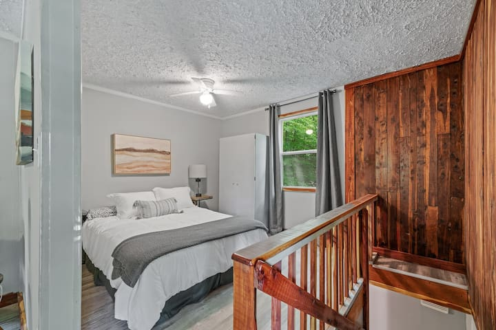 the master suit offers a comfy queen bed and storage closet for your things.  You are only a few steps from the door to the upstairs balcony oh what a relaxing view.