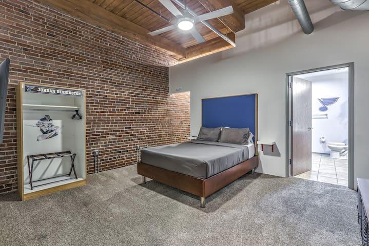 Master Bedroom 1st Room: Queen Bed