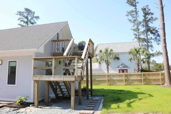 Charming Apt Mins to Wrightsville Beach & Airlie