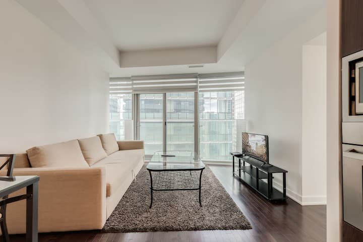 Ent. District/Waterfront + 1 BDRM + 1 BA+Sofabed!