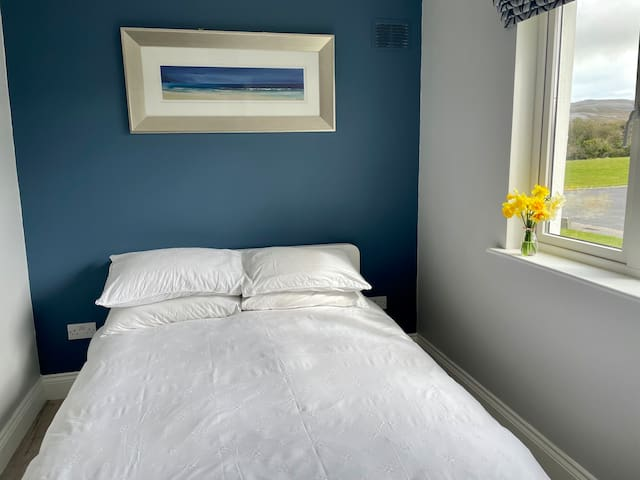 Bedroom 2: Small double room with chest of drawers and views to the front.