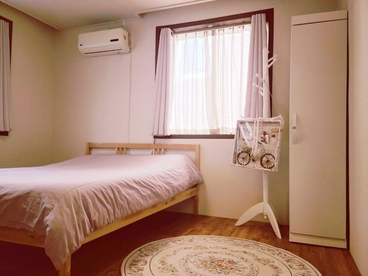 Double room in luxury house BATWO STAY
