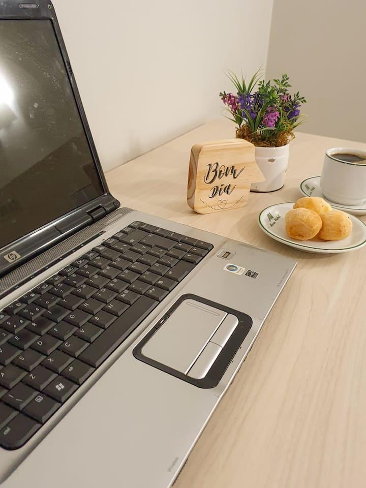 Aconchegante apto com café incluso, estac. e wi-fi