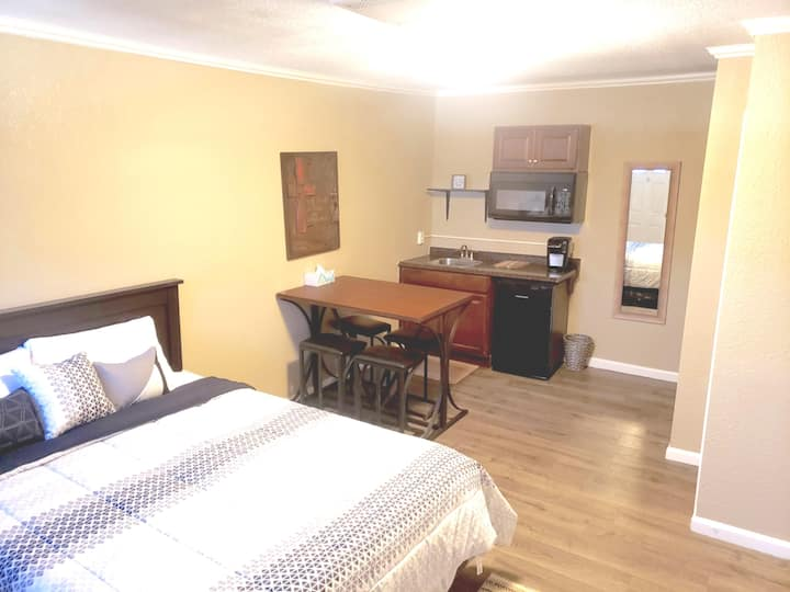 Private and cozy apartment in small town Kansas!