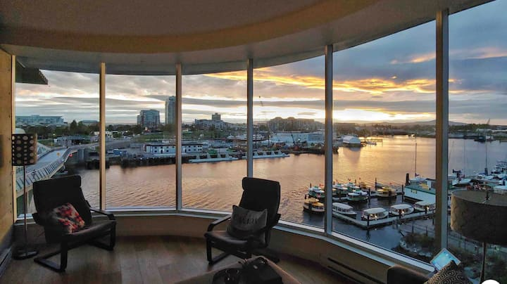Sunset Suite overlooking Inner Harbor @ Victoria