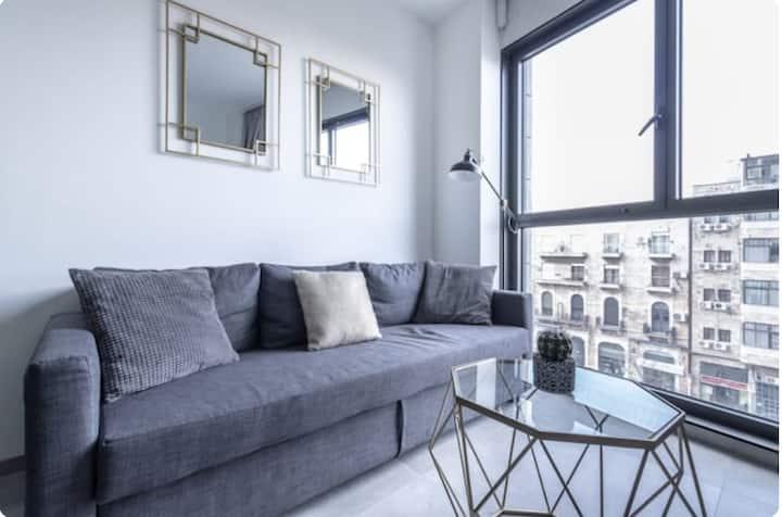 2 Bedroom flat luxury J Tower/ Parking/ Concierge!