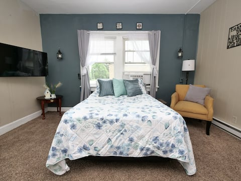Corner Studio #10-10 minutes from downtown-Parking