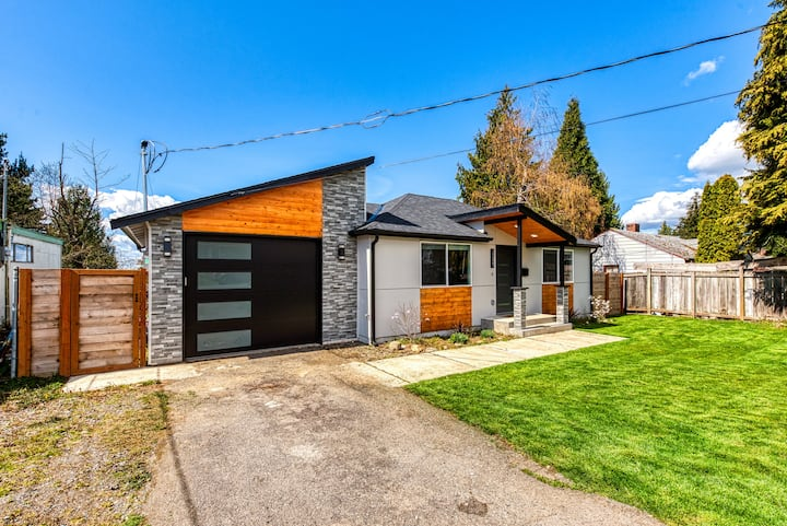 Amazing Modern Home w/ AC ► Mins away from Airport