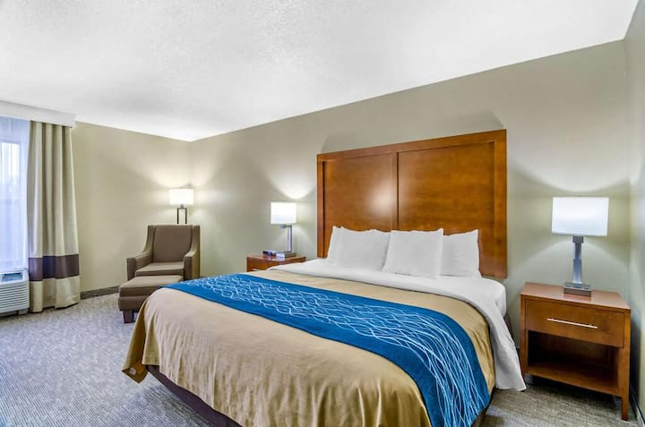 Comfort Inn Ottawa - Superior King Room NS