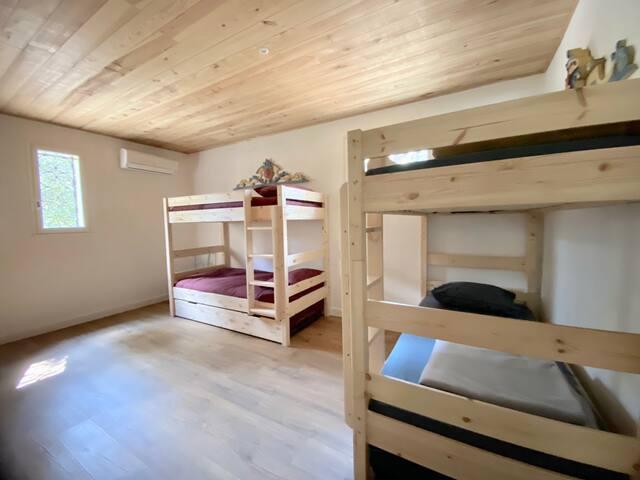 La Figue, chambre pour enfants  (  6 couchages individuels)