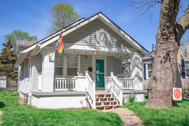**Darling Waldo Bungalow**