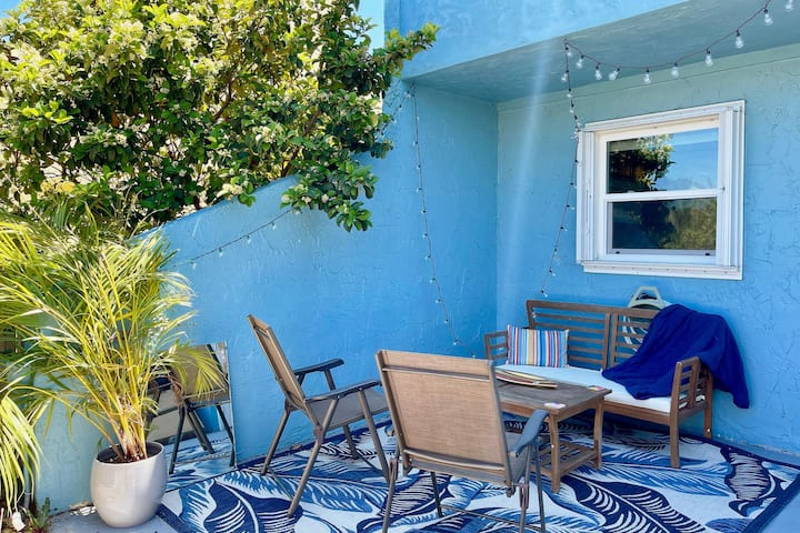 Bungalow Blue- Beachside Retreat in Fort Pierce