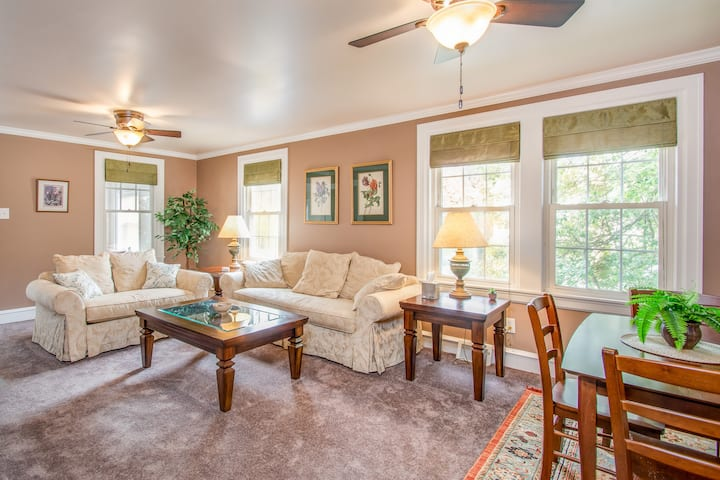 In Devon, PA, comfortable and clean 2 bedroom apt
