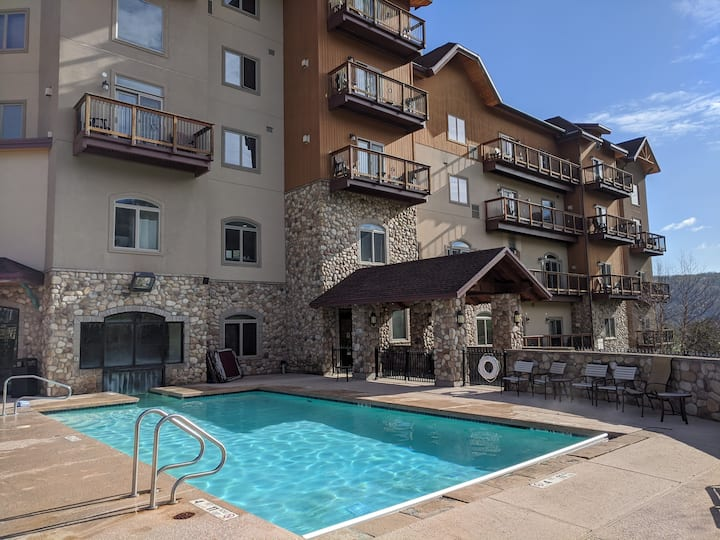 Cozy Resort Condo on the Slopes & Golf Course