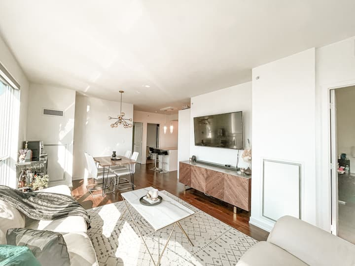 Stunning large south view waterfront Toronto condo