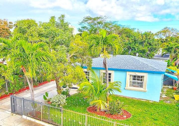 """Sweet Beachy Guest Cottage """"A"""" in West Palm Beach!"""