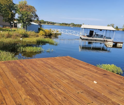 Lake Leon RV with dock access