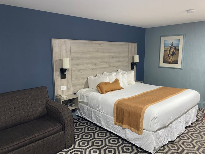 DELUXE ROOM, ONE KING BED KITCHENETTE